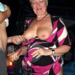 Josiane, une vieille peau qui branle en soirée