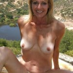 Régine, blonde naturiste à chatte touffue