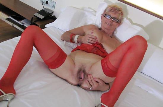 Sandrine en lingerie rouge