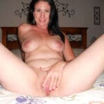 Corinne, femme divorcée débauchée nue