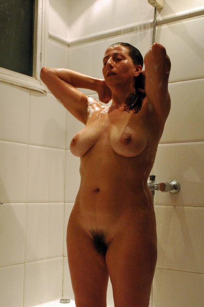 milf petits seins mere et fille sous la douche