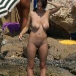 ☺ Maman nudiste mure aux loches qui pendent