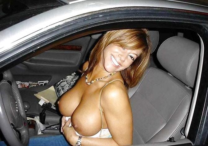 MILF brésilienne exhib à gros seins