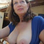 Vieille salope toulousaine aux seins fermes et parfaits