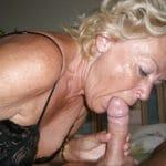 Grand-mère blonde de Nice taille une pipe