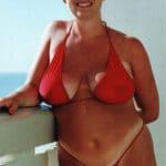 Grosse touriste allemande blonde en bikini