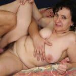 Pierrette, vieille mamie à chatte poilue baisée par le fils du voisin