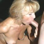 Vieille blonde aux seins qui tombent suce