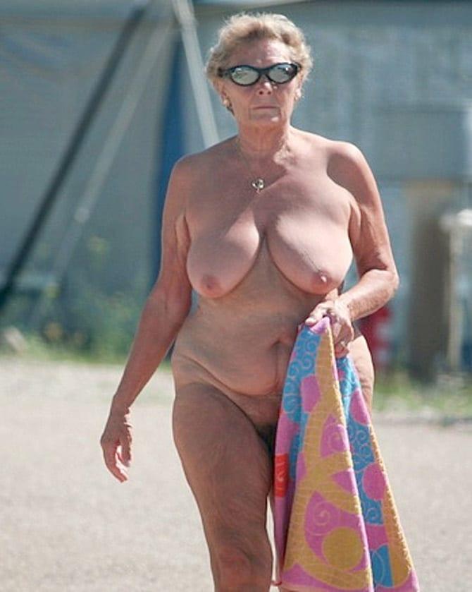 Grandmere baisee sur la voiture - 3 part 1