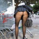Agathe fait ses courses en bas et en talons