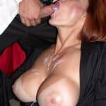 Bourgeoise rousse à gros seins sperme sur la bouche