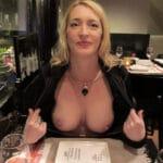 Chantal montre ses gros seins à un rendez-vous meetic