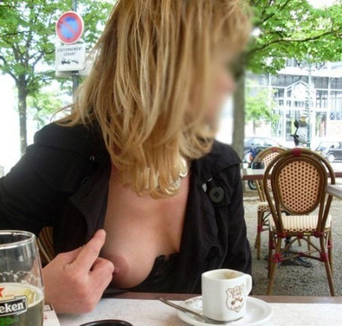 Delphine, parisienne exhibitionniste sort un sein