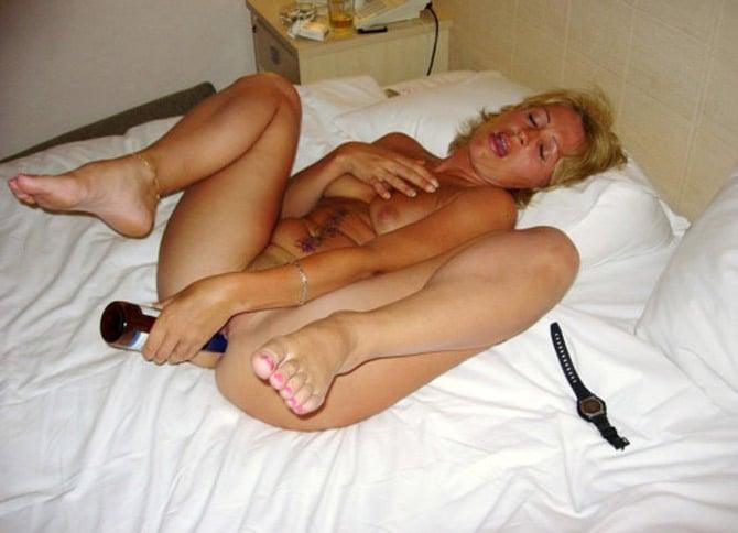 Epouse frustrée bouteille dans le cul