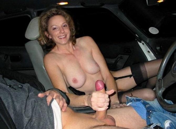 Femme mariée branle un automobiliste