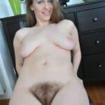 Nicole, housewife pulpeuse et poilue, veut jouir