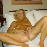 Femme 45 ans nue et poilue