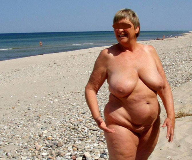 fille nue sur la plage exhib piscine