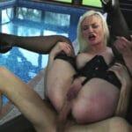 Caroline, cougar blonde de 38 ans de Neuilly, enculée