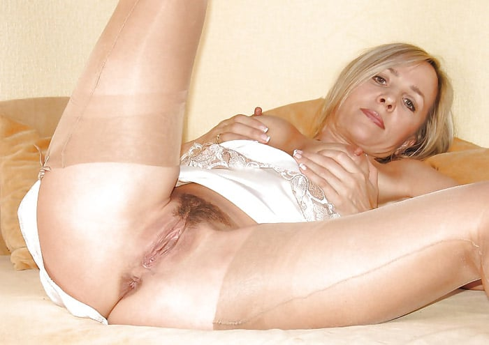 sandra-bourgeoise-divorcee-blonde-chatte-poilue-angers-7