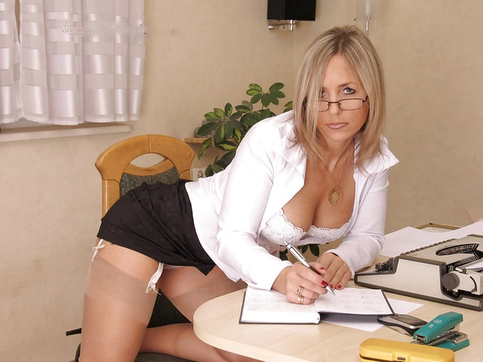 sandra-bourgeoise-divorcee-blonde-tailleur-sexy-angers-5