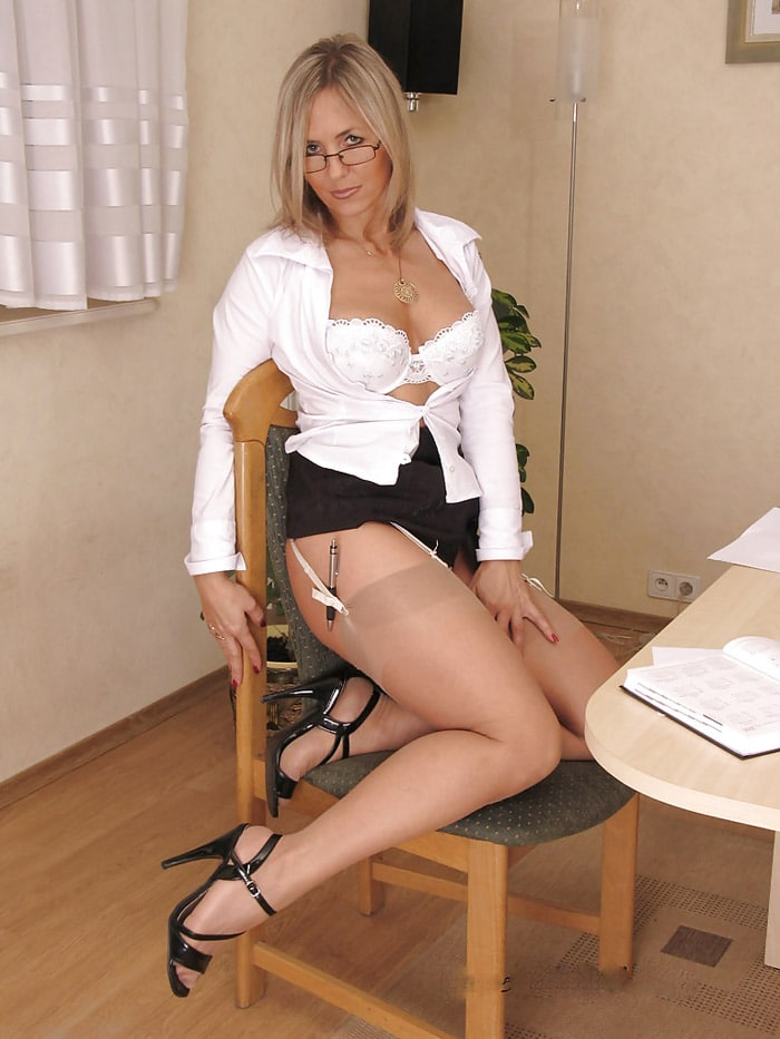 sandra-bourgeoise-divorcee-blonde-tailleur-sexy-angers-6