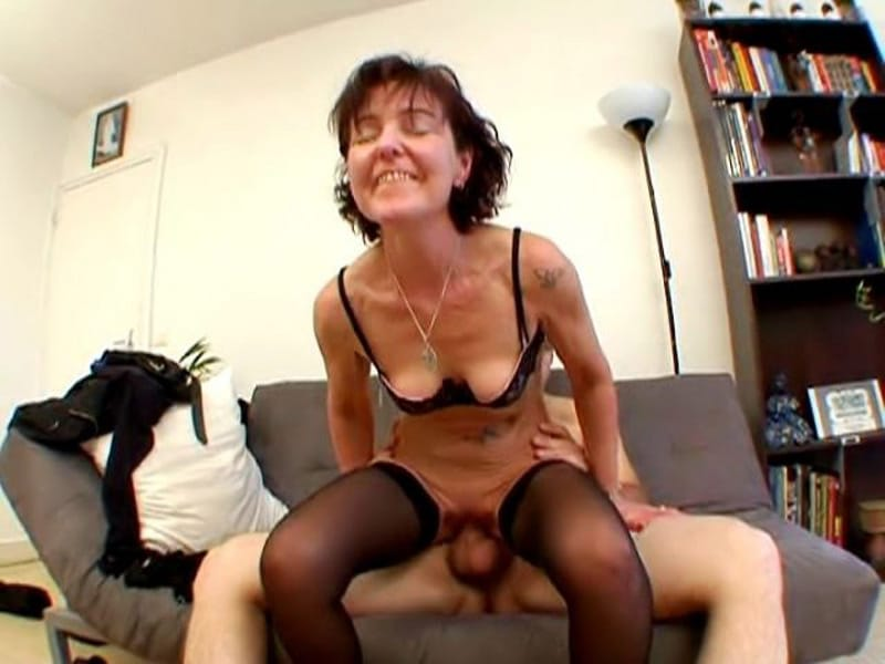 enculee au bureau sexe anal femme