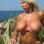 Eliane, vixen mure blonde platine aux énormes seins