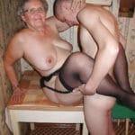 Mamie grassouillette de Brest, baisée par son voisin