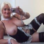 Murielle, rombière nantaise à gros seins, aime se déguiser en soubrette
