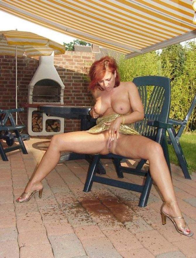Femme nue fontaine