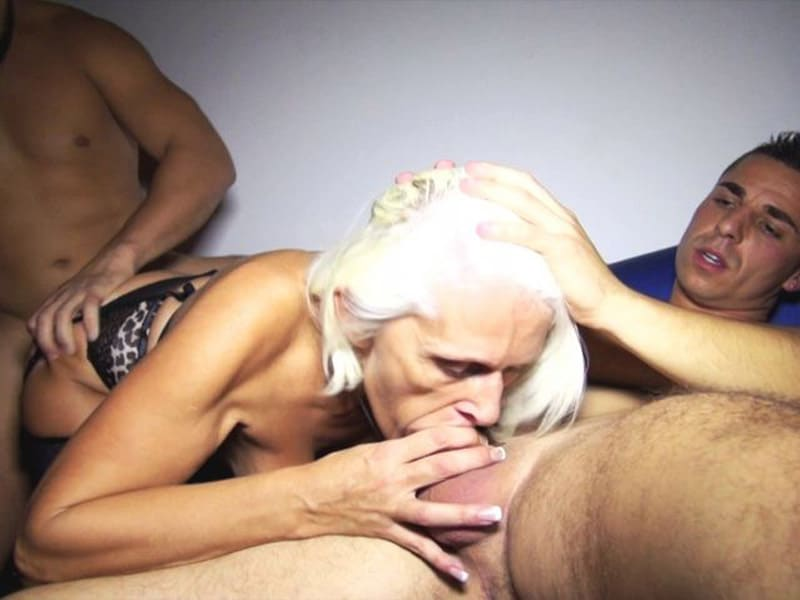sylvia-blonde-libertine-cambrai-gangbang-club-echangiste-12