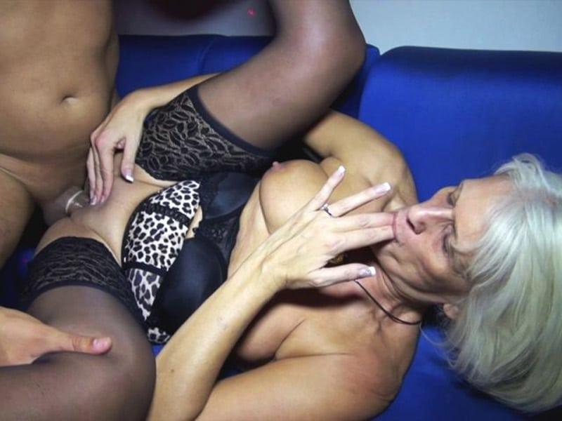 sylvia-blonde-libertine-cambrai-gangbang-club-echangiste-15