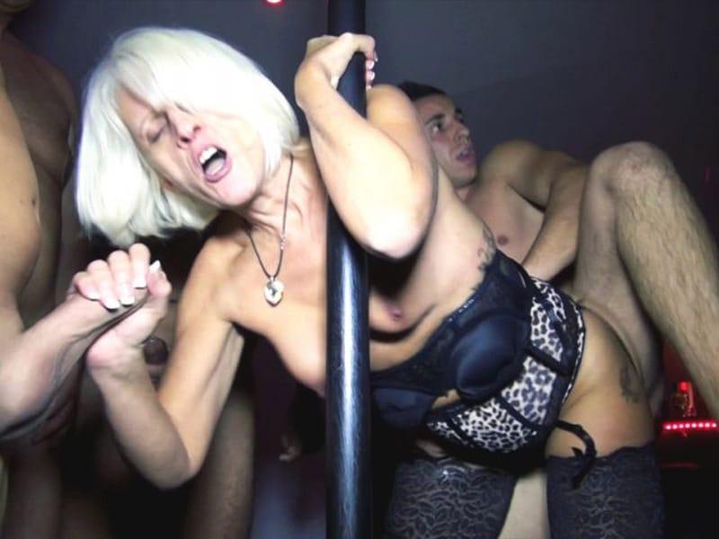 sylvia-blonde-libertine-cambrai-gangbang-club-echangiste-9