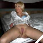 Constance, blonde chaude mature a la chatte mouillée