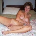 Odile veuve libérée bien gaulée d'Orleans nue