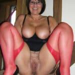 Christiane, bourgeoise à gros seins a la chatte ouverte