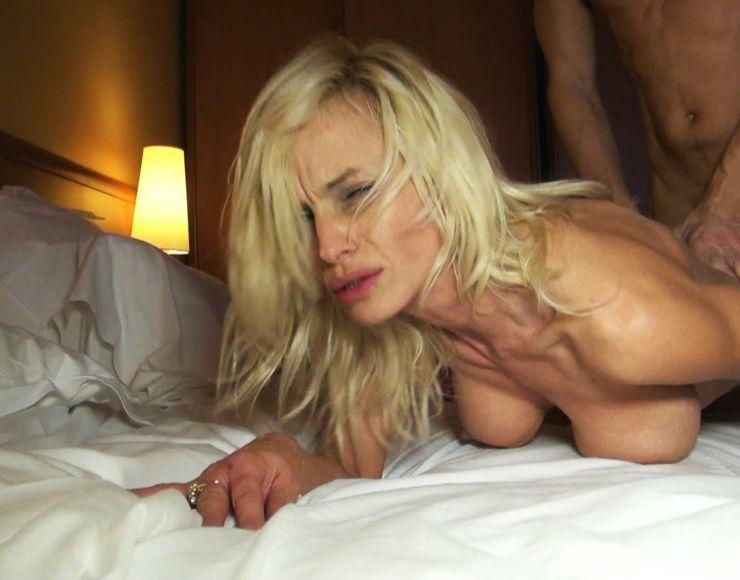 Big Ass Blonde Milf Bbc