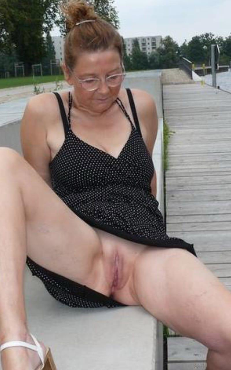 ma petite pute vieille dame nue
