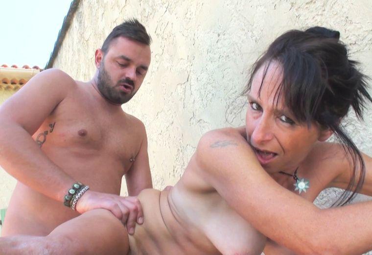 femme latine nue cure baise