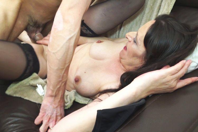 femme mure en collant mere et fille gouine