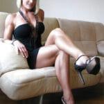 Nadine, une bourgeoise blonde athlétique et sexy, te baise à Saint-Cloud