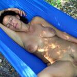 Sylvie, belle femme mature brune naturiste de Grasse