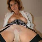 Denise, vieille bourgeoise débauchée baise à Lorient
