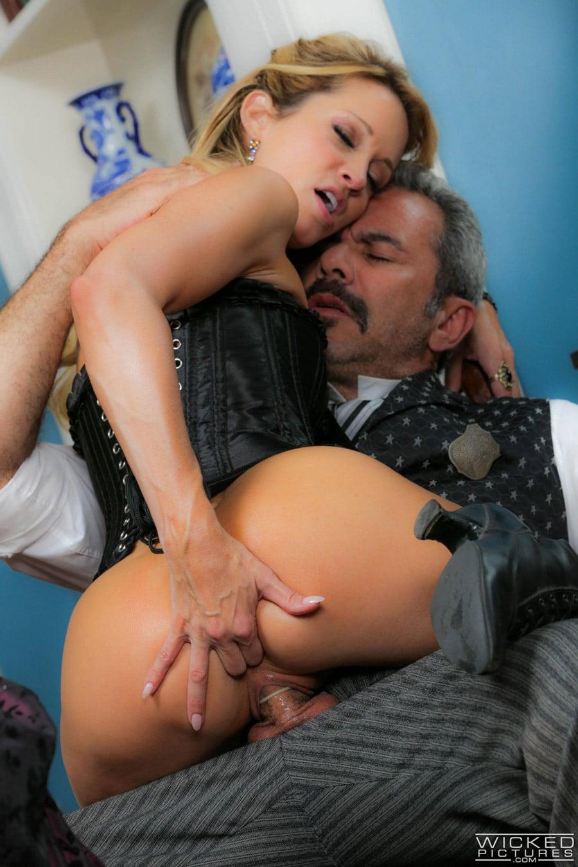 jessica-drake-milf-blonde-corset-sexe-gentleman-wickedpictures-13