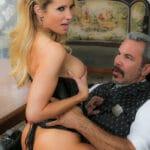 Jessica Drake, MILF blonde en corset baisée par un gentleman