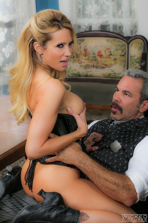 jessica-drake-milf-blonde-corset-sexe-gentleman-wickedpictures-15
