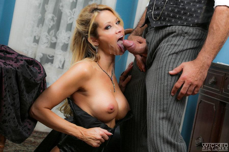 jessica-drake-milf-blonde-corset-sexe-gentleman-wickedpictures-18