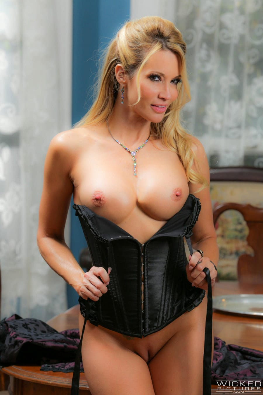 jessica-drake-milf-blonde-corset-sexe-gentleman-wickedpictures-3