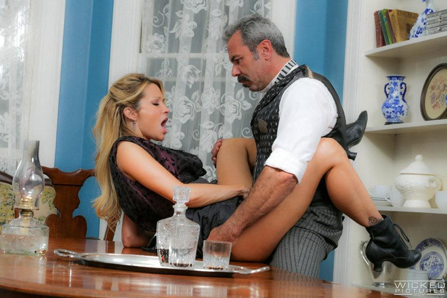 jessica-drake-milf-blonde-corset-sexe-gentleman-wickedpictures-8